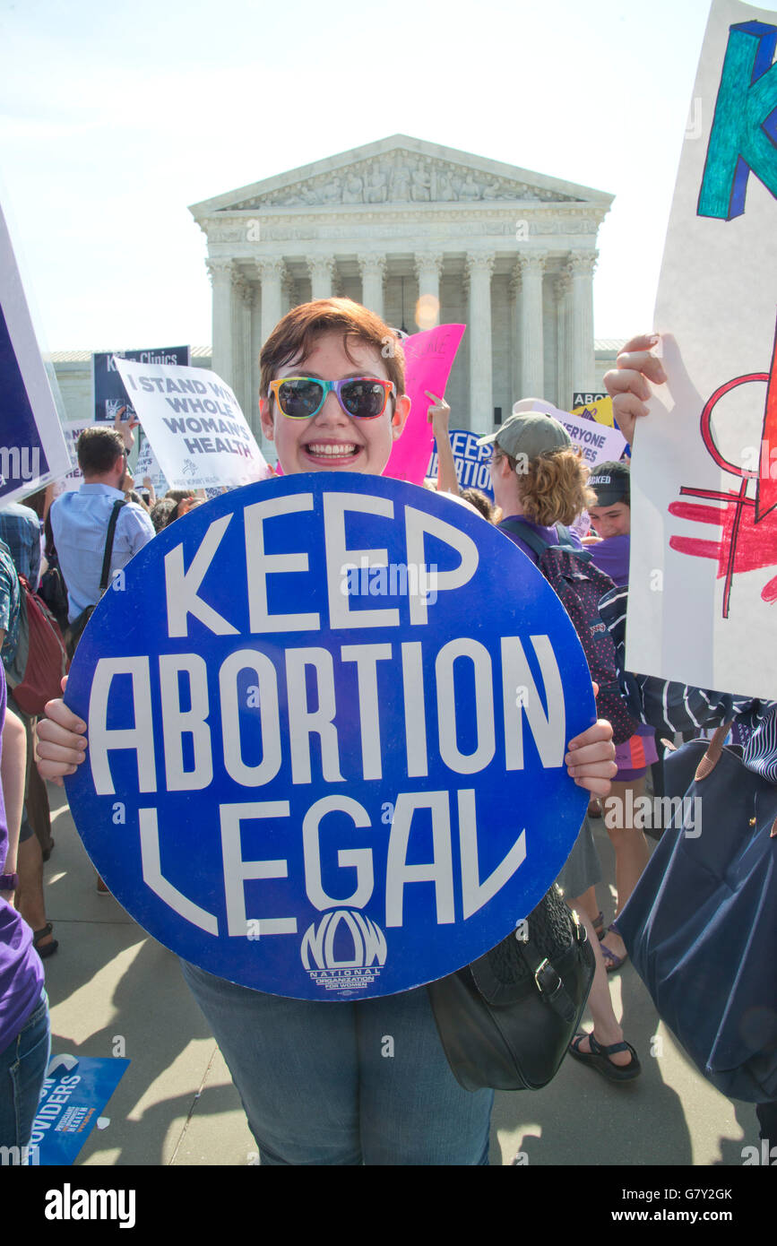 Washington DC, USA. 27th June, 2016. USA-Pr0-Life and Pro-Choice advocates protest at the Supreme Court in Washington - Stock Image