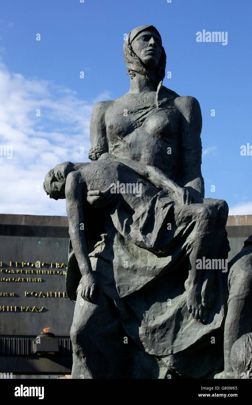 Sculpture of grieving mother, Monument to the Heroic Defenders of Leningrad, Victory Square, Ploshchad Pobedy, St - Stock Image
