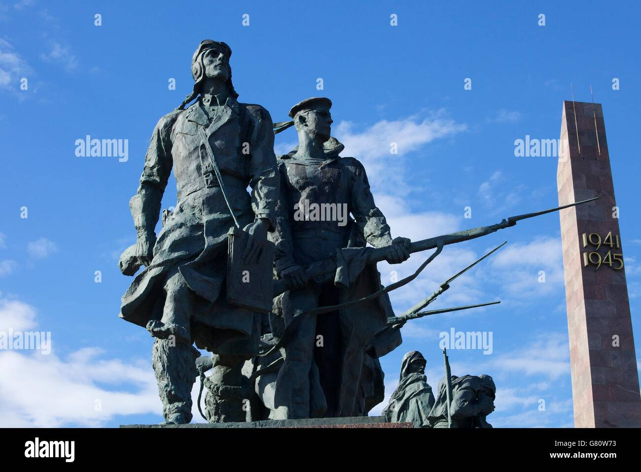 Sculpture of sailors and pilots, Monument to the Heroic Defenders of Leningrad, Victory Square, Ploshchad Pobedy, - Stock Image