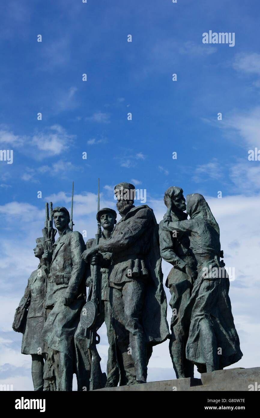 Sculpture of partisans, Monument to the Heroic Defenders of Leningrad, Victory Square, Ploshchad Pobedy, St Petersburg, - Stock Image