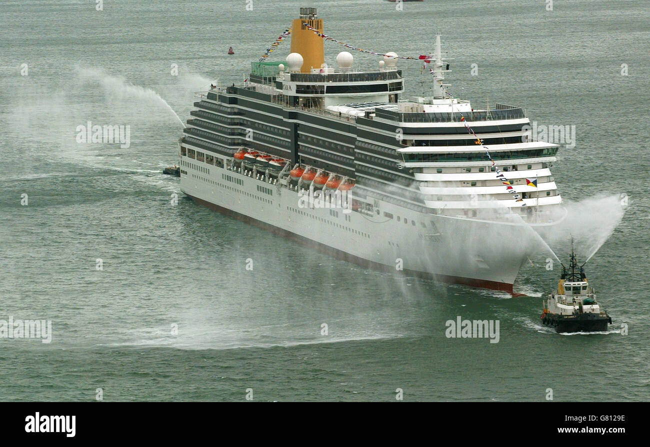P & O's New Cruise Liner - Soutampton Water - Stock Image