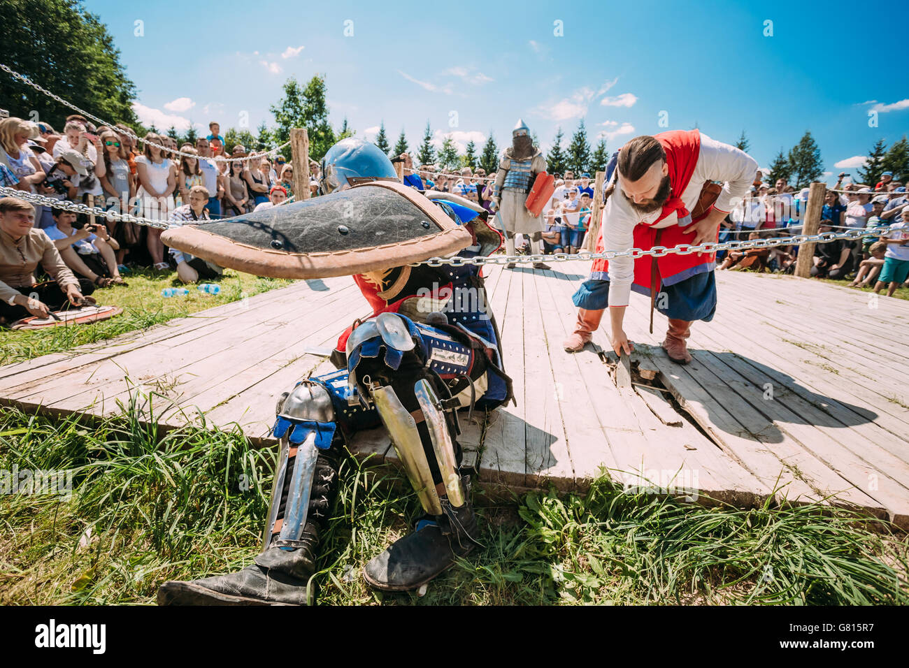 MINSK, BELARUS - JULY 19, 2014: Historical restoration of knightly fights on festival of medieval culture - Stock Image