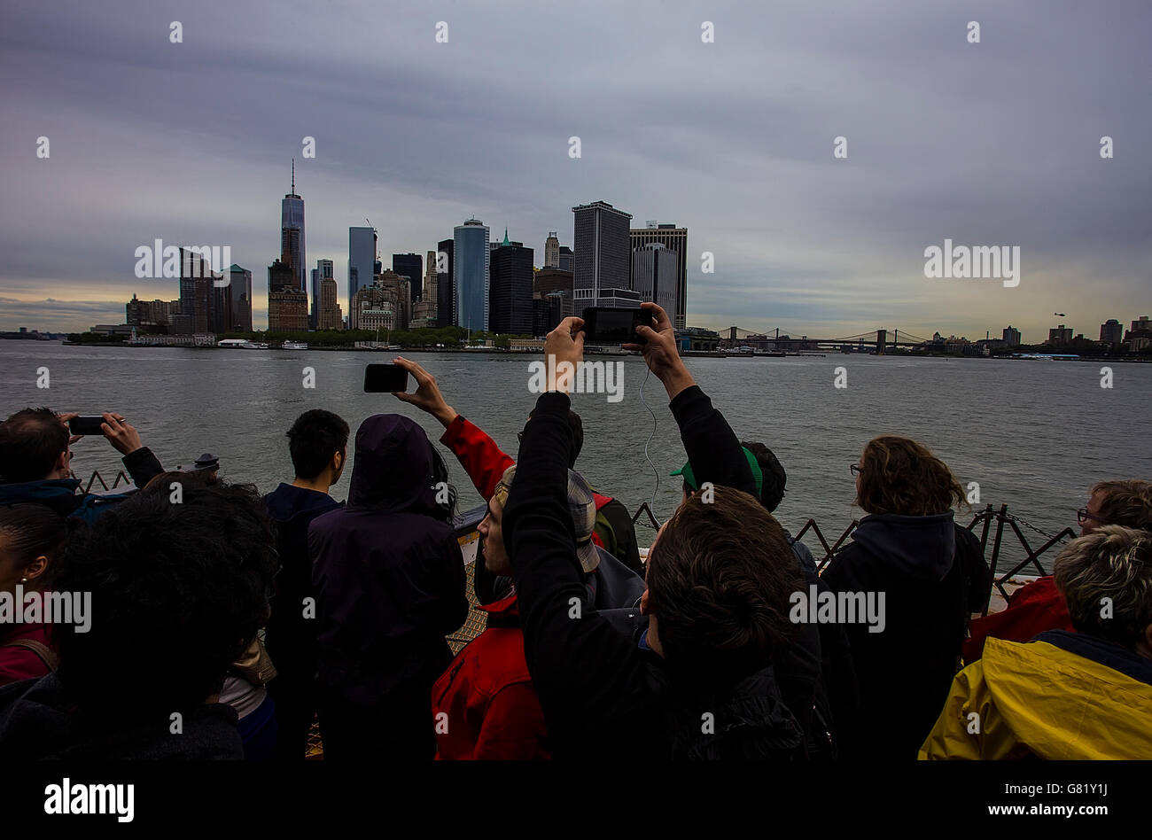 Tourists taking pictures of Manhattan, New York - Stock Image