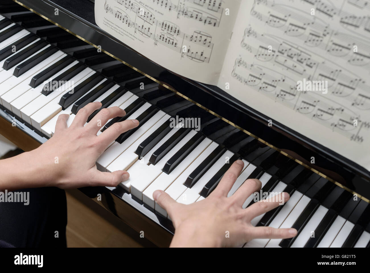 Woman playing the piano - Stock Image