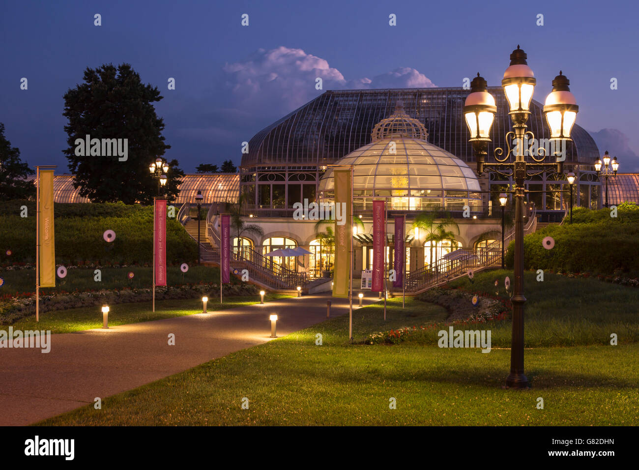 WELCOME CENTER PALM COURT BUILDING PHIPPS CONSERVATORY (©LORD Stock ...