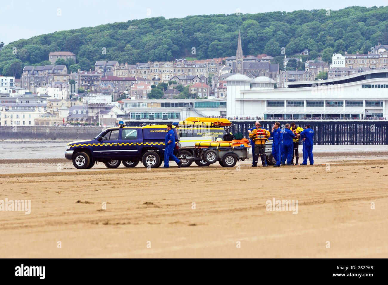 Coastguard vehicle and crew on the beach at Weston-Super-Mare, North Somerset, UK - Stock Image