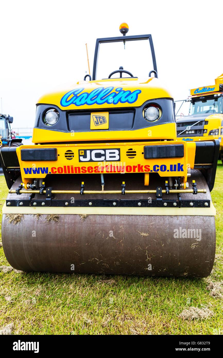 tarmac roller steamroller JCB plant earthwork earthworks UK England GB - Stock Image