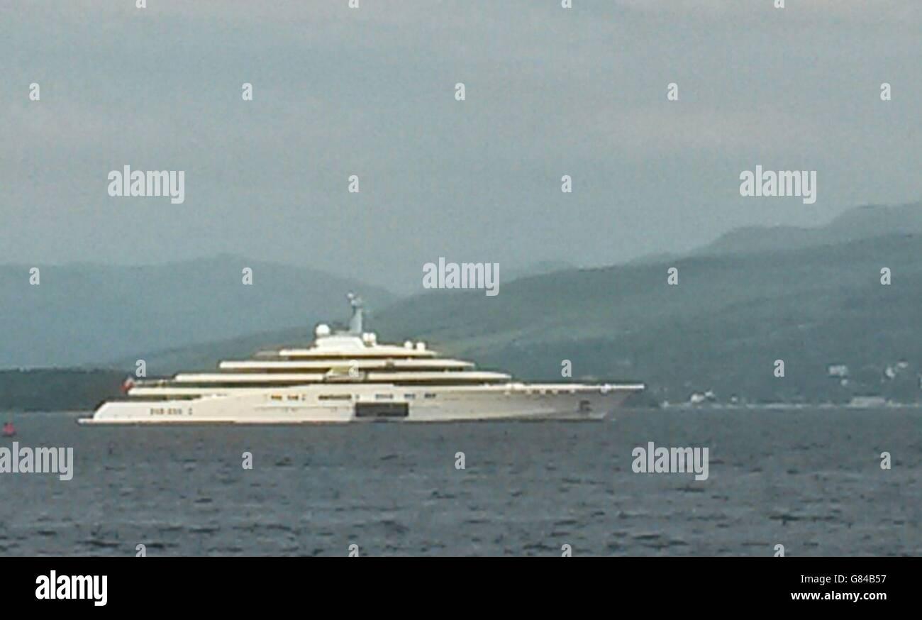 Abramovich Yacht Anchored Off Greenock Stock Photo 108276035 Alamy