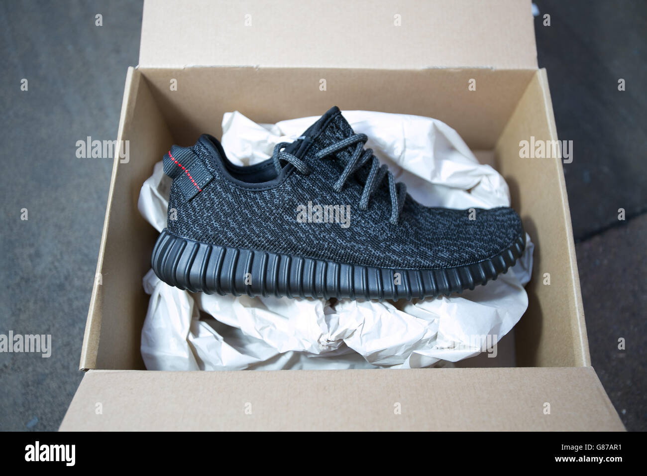 Adidas Yeezy Boost 350 trainers Stock