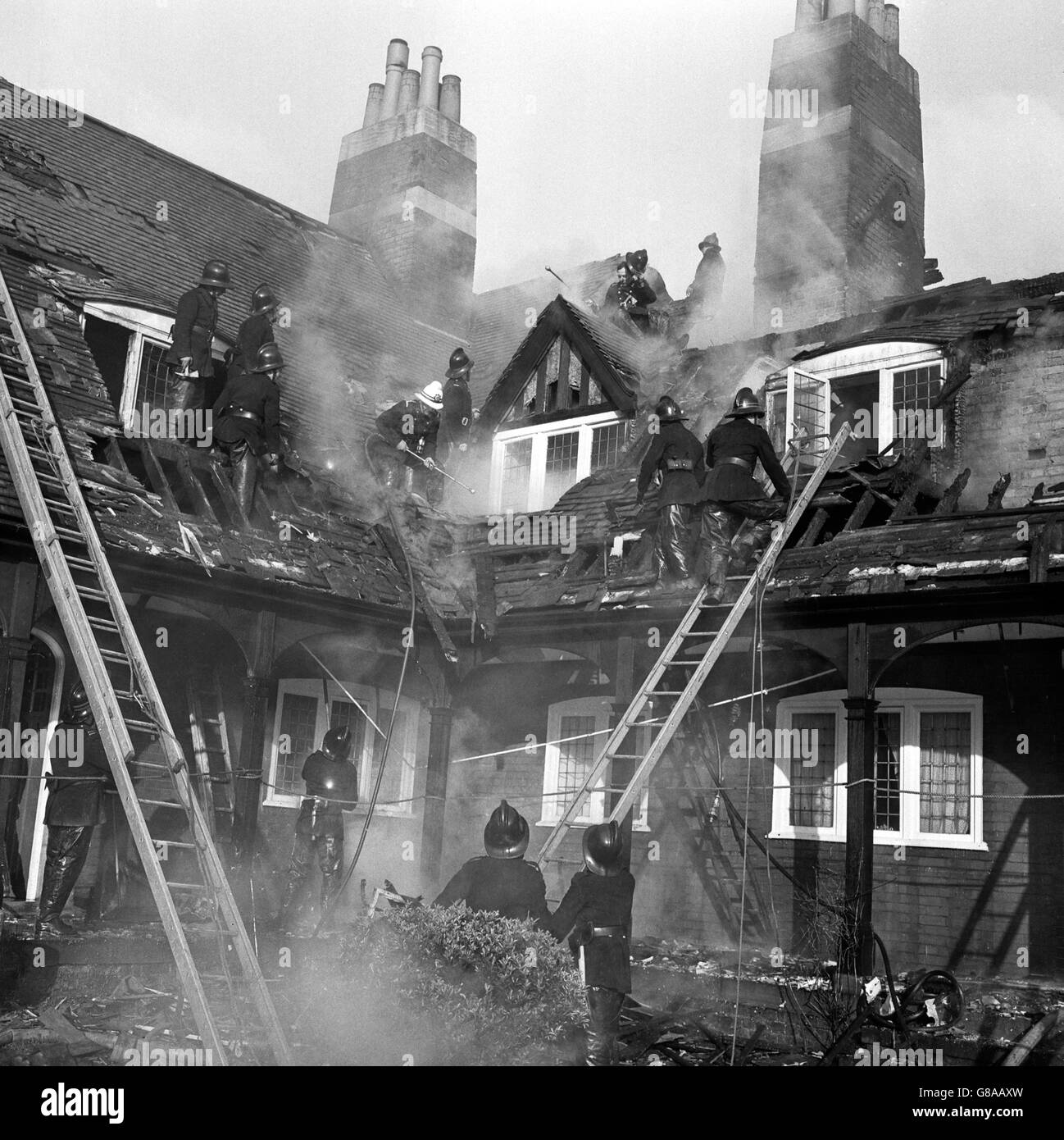 Disasters and Accidents - Skinners Alms Houses Fire - Palmers Green, London Stock Photo
