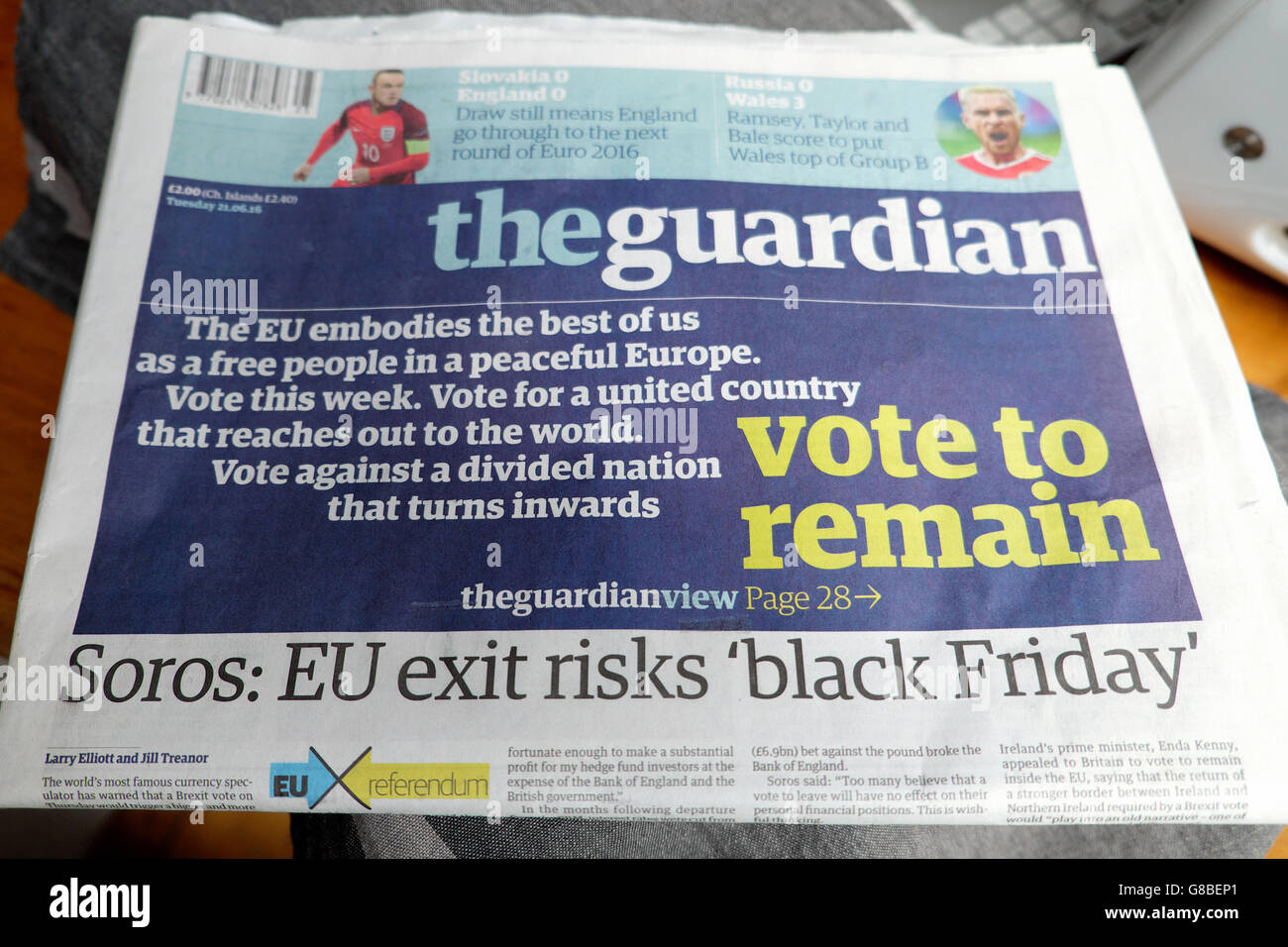 'Vote to Remain' Guardian newspaper front page in the EU referendum Soros exit risks 'black Friday' - Stock Image