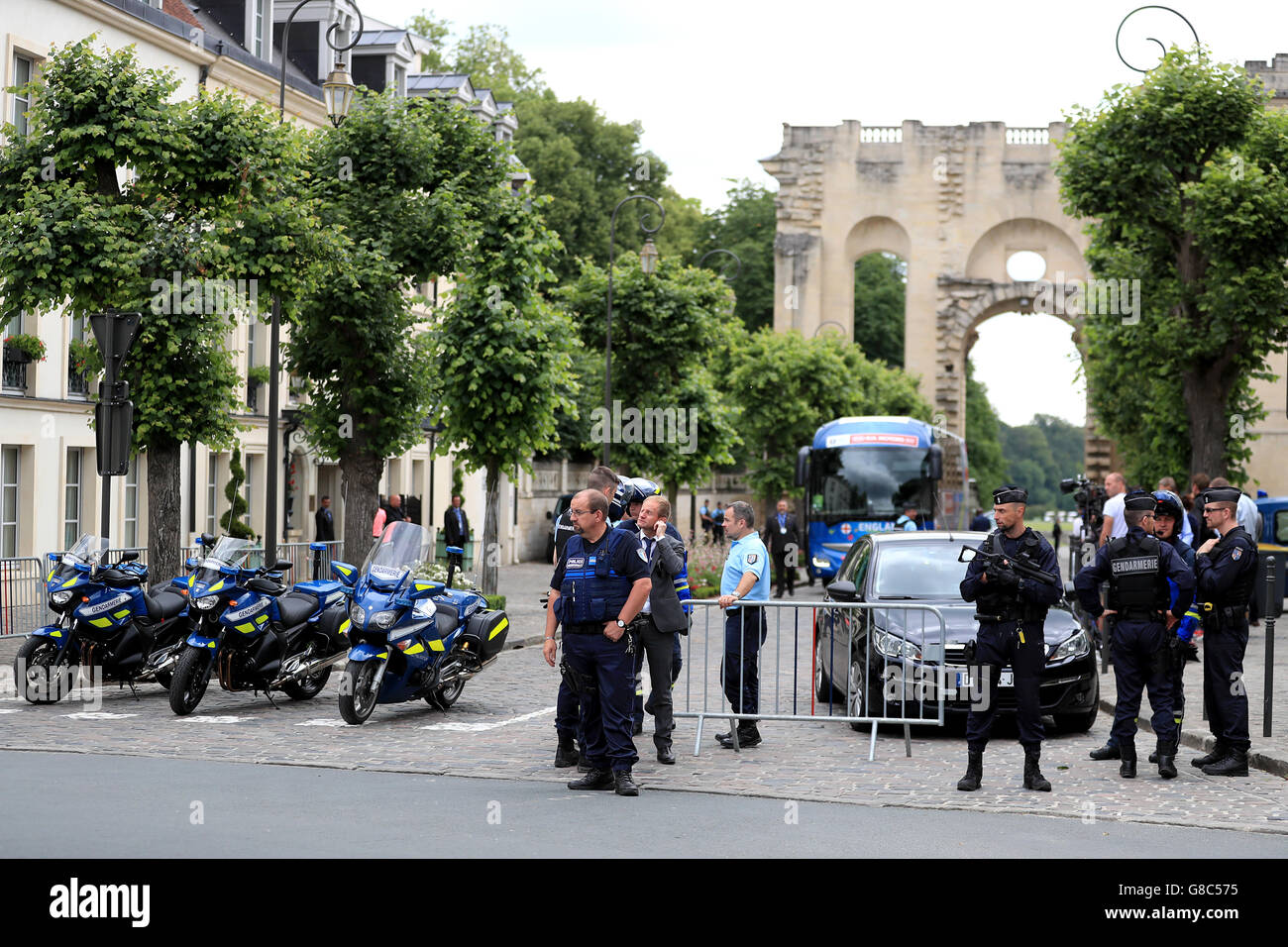 Heavy security presence as England arrive back to the team hotel in Chantilly, France. England were knocked out at the round of 16 stage of the 2016 European Championships last night after losing 2-1 to Iceland. Stock Photo