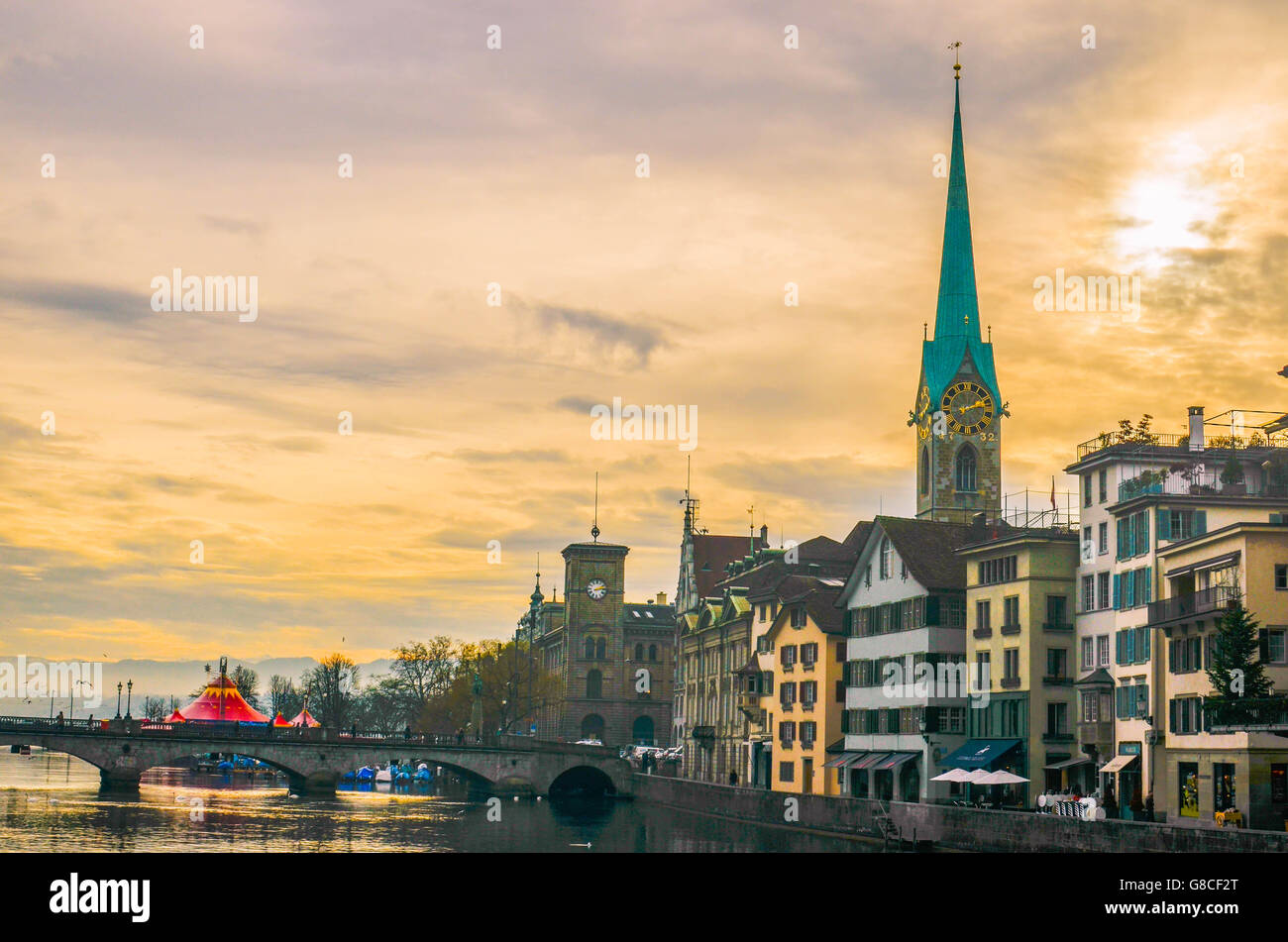 Old town of Zurich along the Limmat river. - Stock Image
