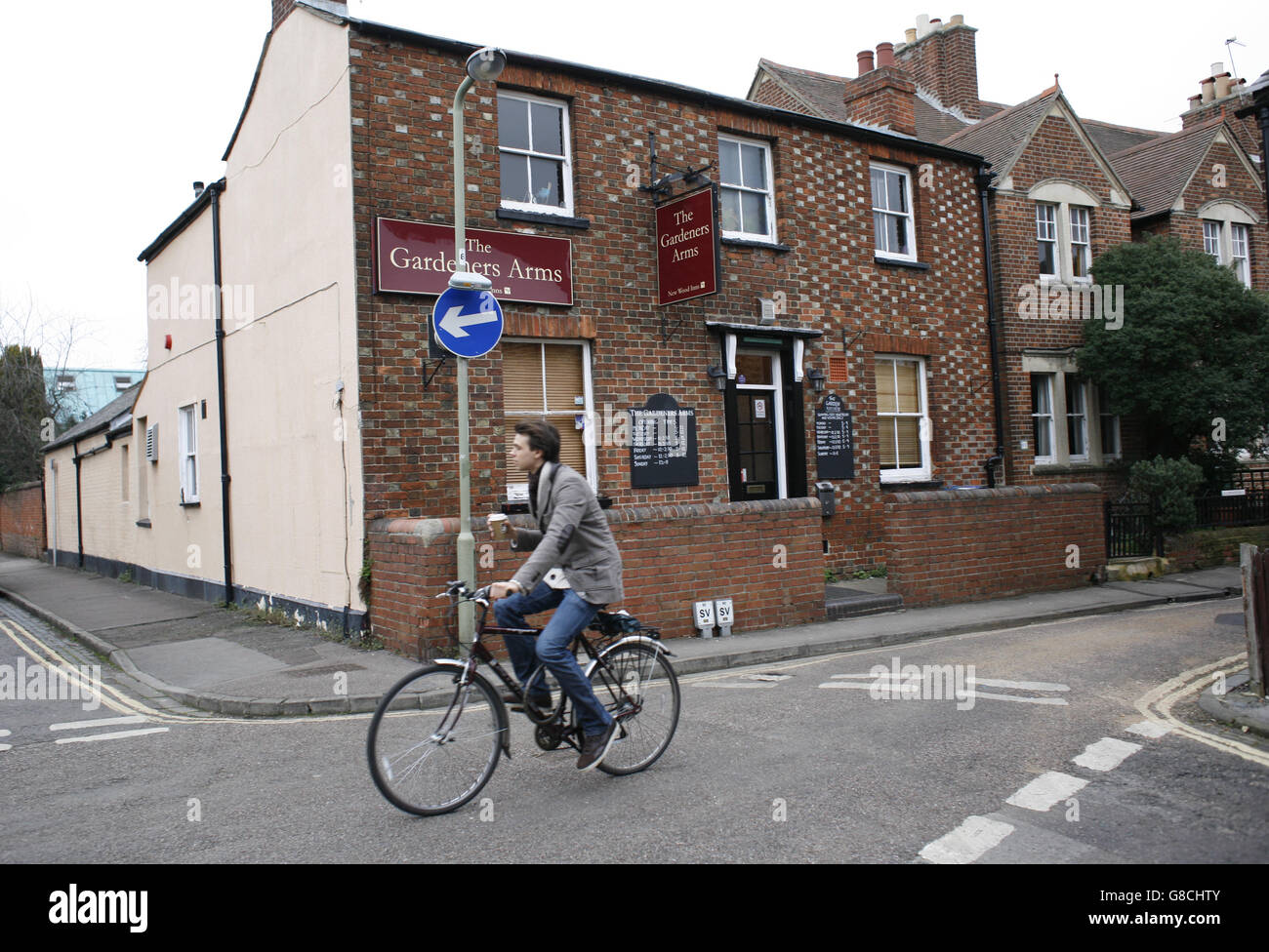 Oxford Pubs. The Gardeners Arms on Plantation Rd resembles an ordinary house in suburbia, and offers excellent  - Stock Image