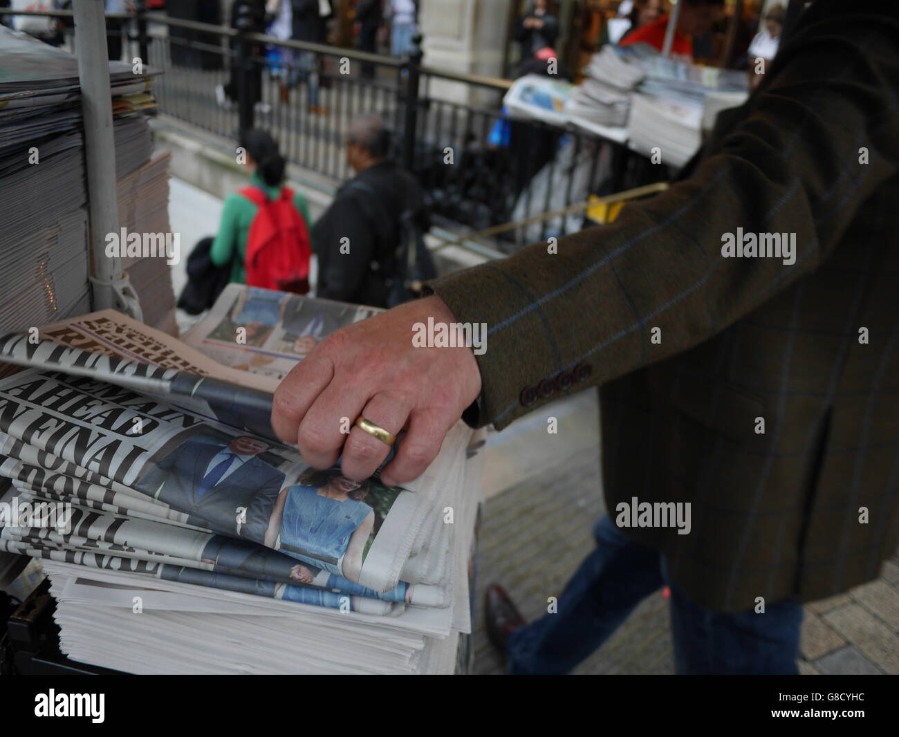 Oxford Street London Evening standard newspapers with 'Remain ahead' headline in brexit referendum - Stock Image