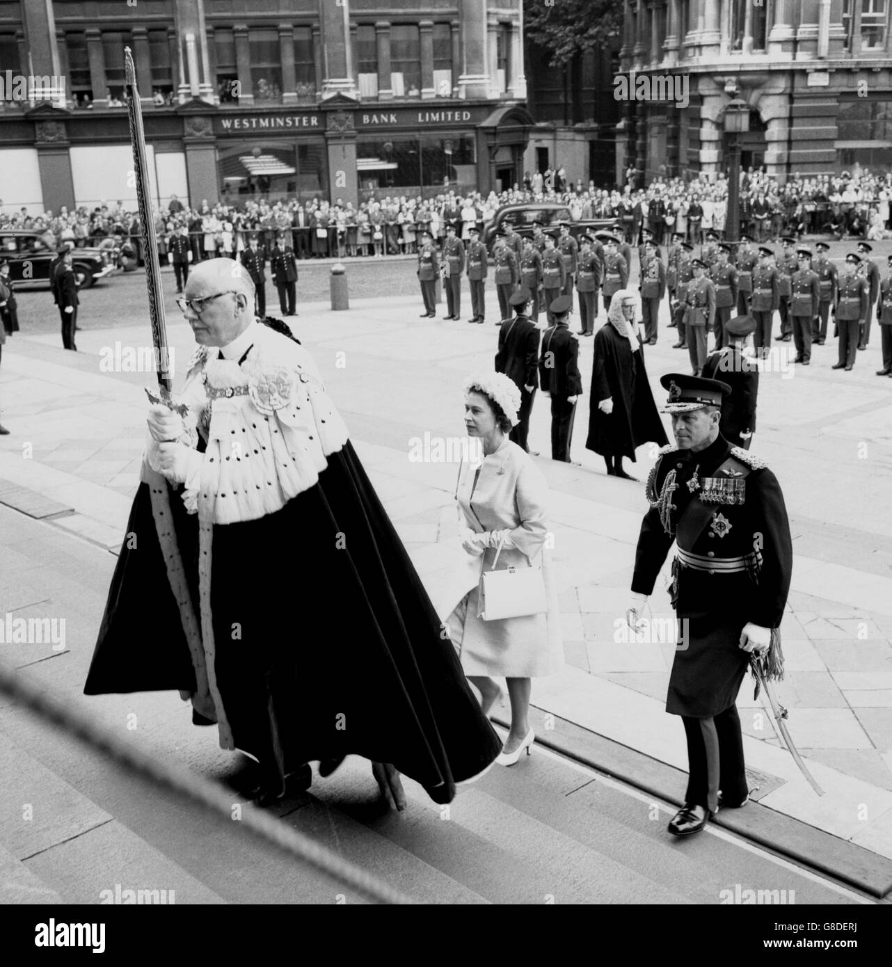 Royalty - Regiment of Artillery Thanksgiving Service - en Elizabeth II and Prince Philip - London - Stock Image