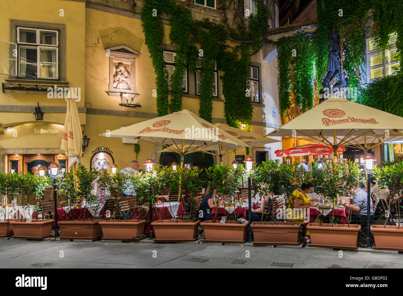Night View Of An Outdoor Cafe Restaurant In The Historic Centre Stock Photo Alamy