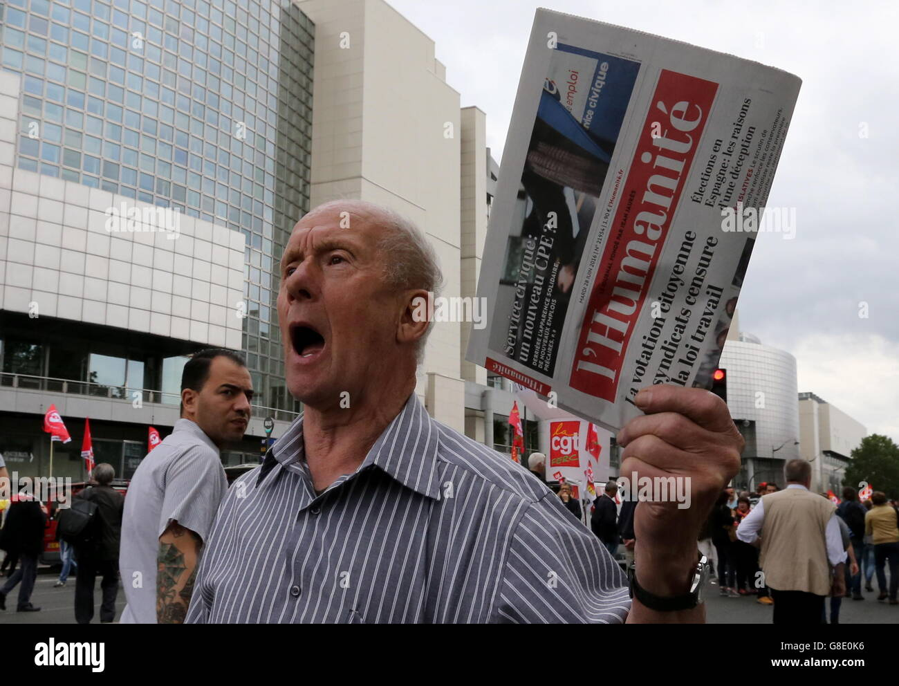 Paris, France. 28th June, 2016. A demonstrator with a copy of L'Humanite shouts slogans during a protest against - Stock Image