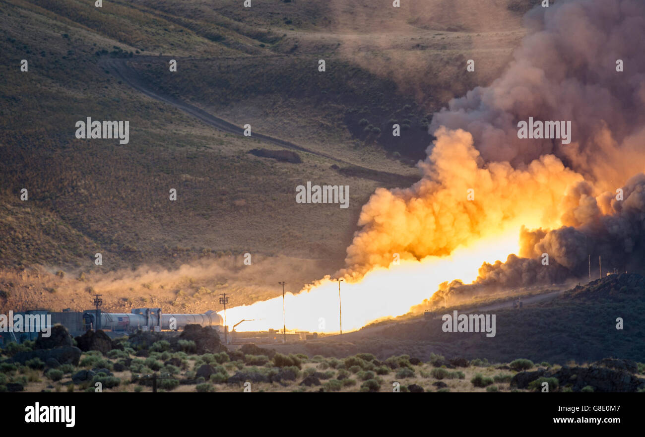 Promontory, Utah, USA. 28th June, 2016. Flames shoot out during the second and final qualification motor test for - Stock Image