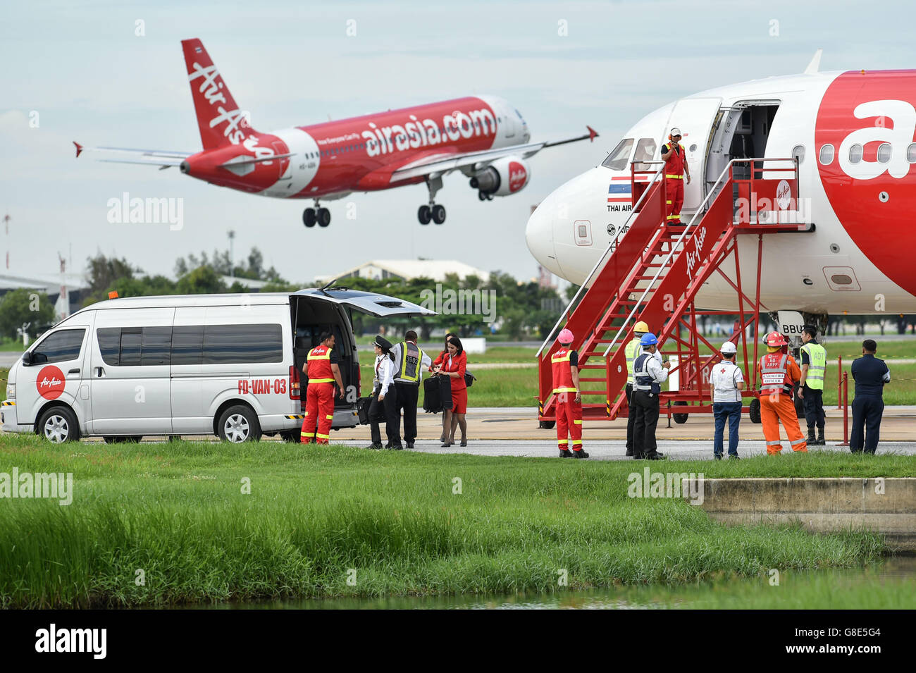 "Bangkok, Thailand. 29th June, 2016. Cabin crew members are evacuated from an Airbus-320 passenger plane under ""bomb Stock Photo"