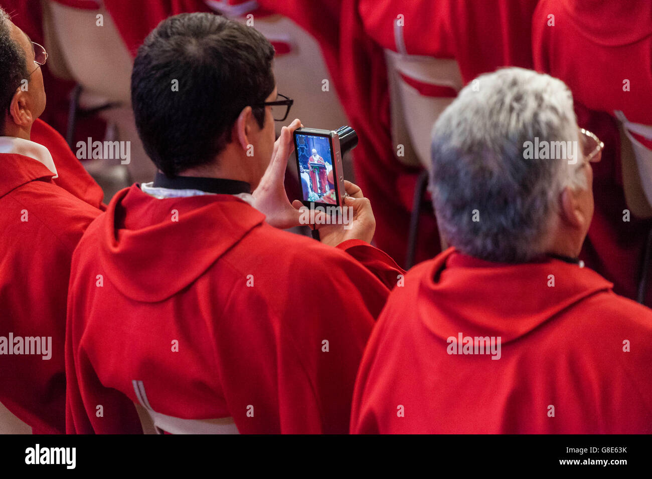 Vatican City, Vatican. 29th June, 2016.  Pope Francis celebrates the Holy Mass with the imposition of the Pallium - Stock Image