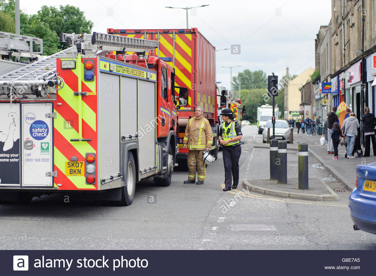Falkirk, UK. 29 June, 2016. Fire appliances and police officer during the incident. While carrying out an investigation - Stock Image