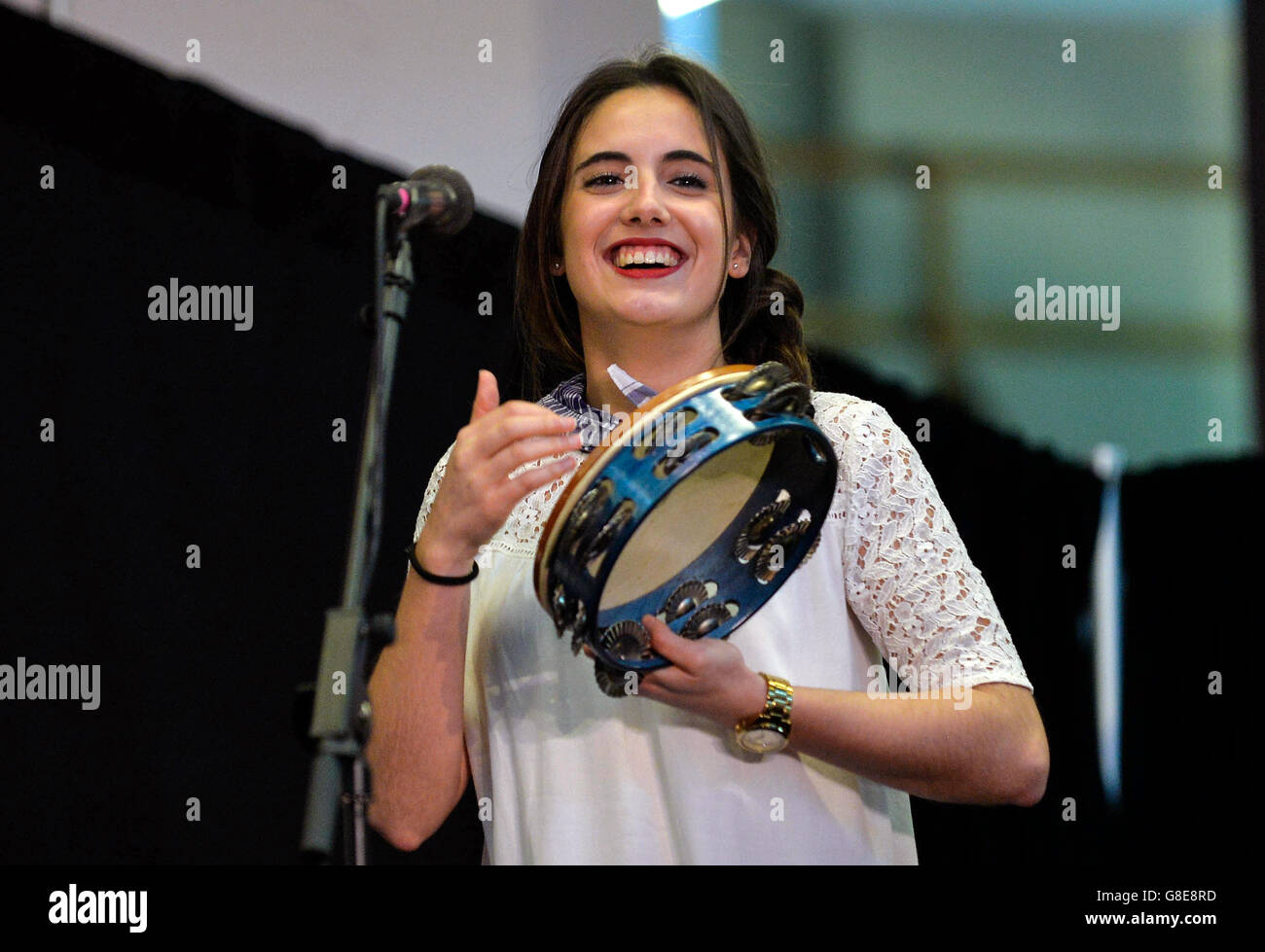 (160629) -- WASHINGTON D.C., June 29, 2016 (Xinhua) -- A woman performs during the opening ceremony of 2016 Smithsonian - Stock Image