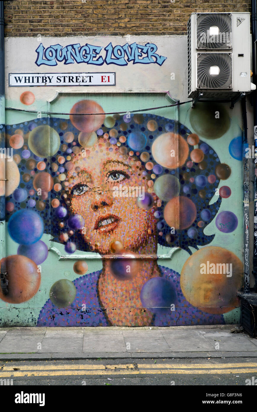 'Lounge Lover' by street artist  James Cochran  in Whitby Street, Shoreditch, East London, UK. - Stock Image