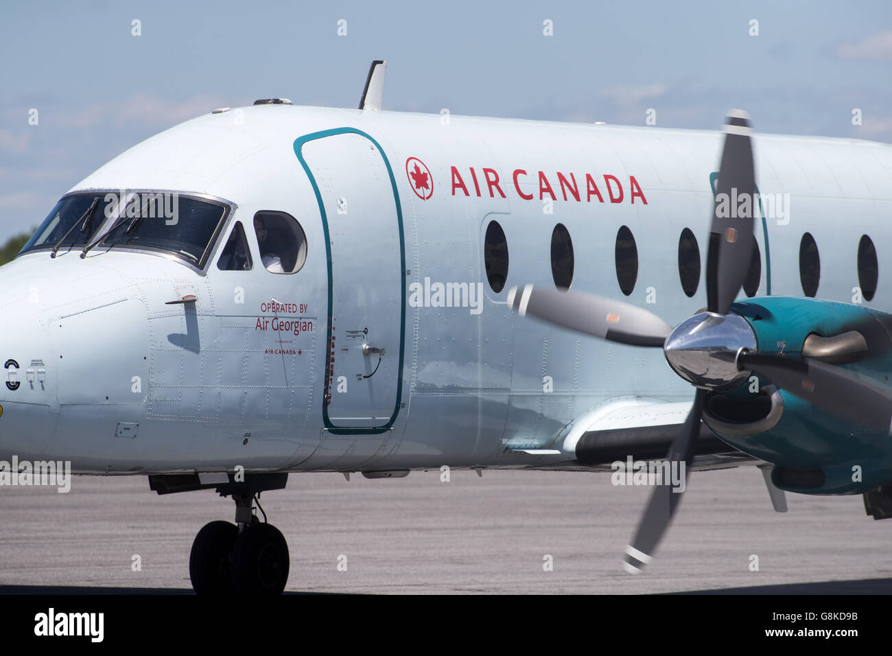 Air Canada Express Beechcraft 1900D aircraft, operated by Georgian air taxis to the runway Norman Rogers airport. - Stock Image