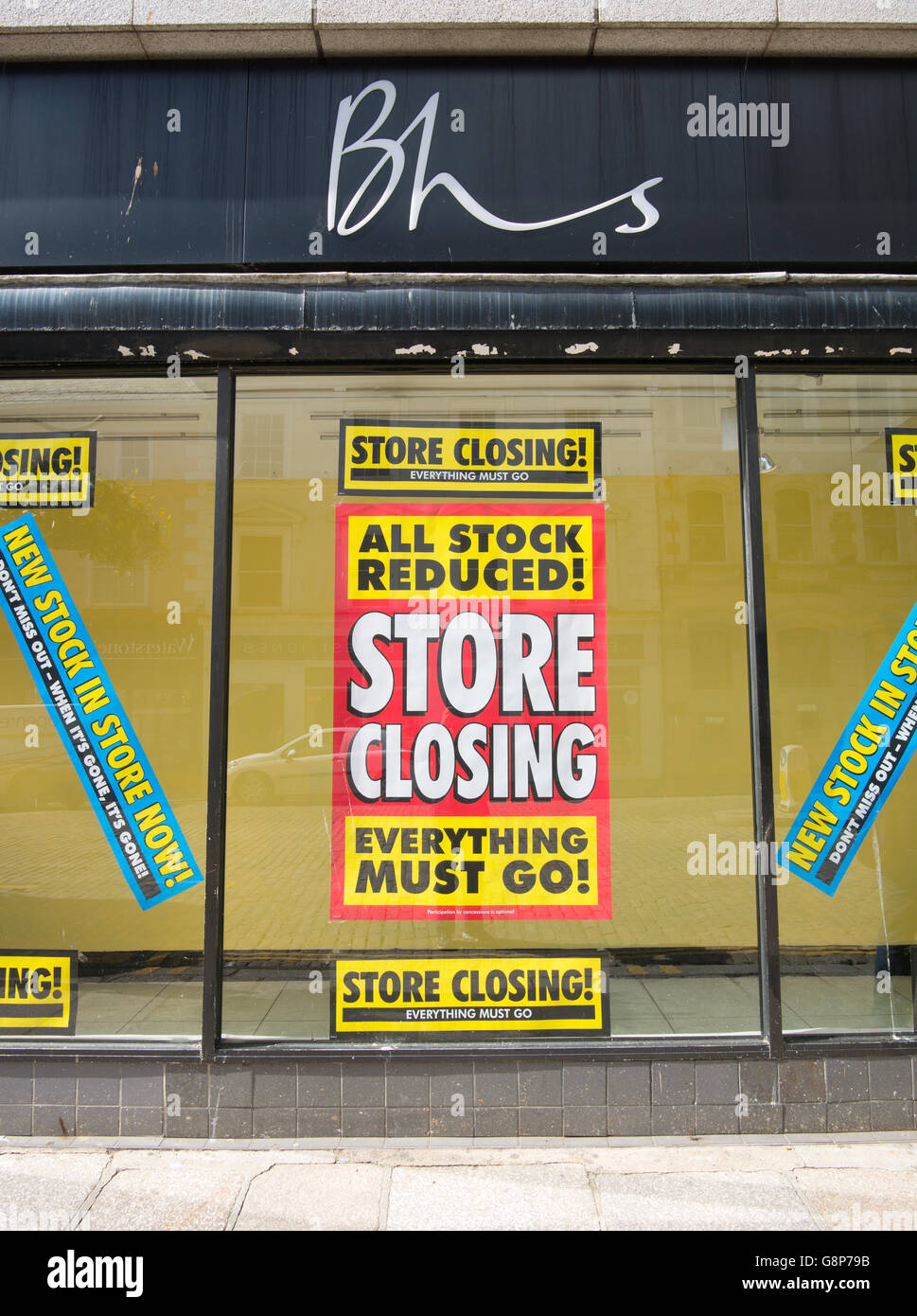 BHS store closing everything must go sign in shop window, Truro, Cornwall UK. - Stock Image
