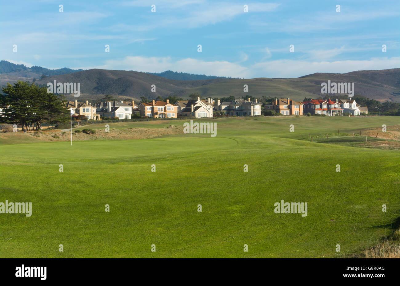 Half Moon Bay California Ritz Hotel  Golf Course, Half Moon Bay Golf Links 18th Hole with flag - Stock Image