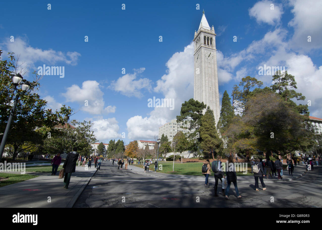 Berkeley California University of California at Berkeley, students with Sather Tower or Campanile tower in background - Stock Image
