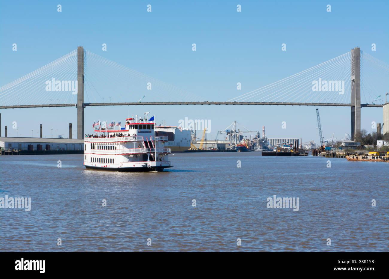 Savannah Georgia riverboat ride and the Talmadge Memorial Bridge with tourist boat Savannah Riverqueen on the Savannah - Stock Image