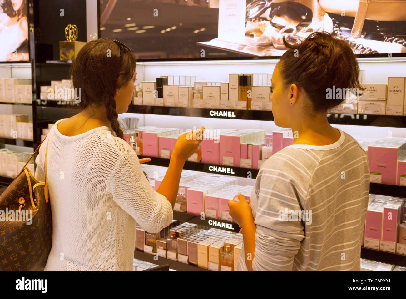 Two women shopping for duty free perfume, the Duty Free shop, Palma airport, Palma, Majorca ( Mallorca ), Spain - Stock Image