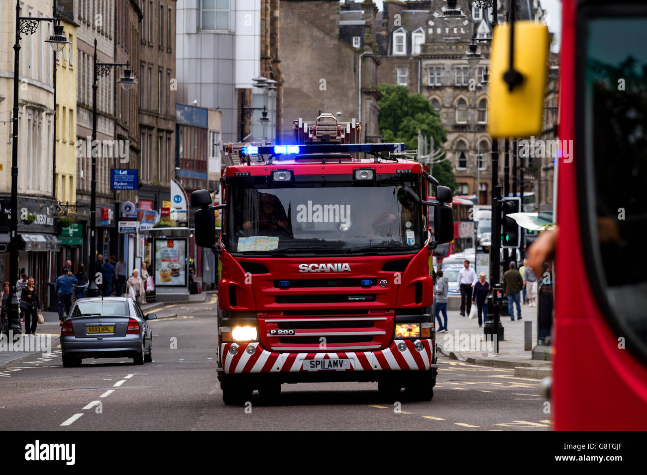 Scottish Fire And Rescue Service Fire Engine responding to a 999 Emergency call along the Overgate in central Dundee, Stock Photo