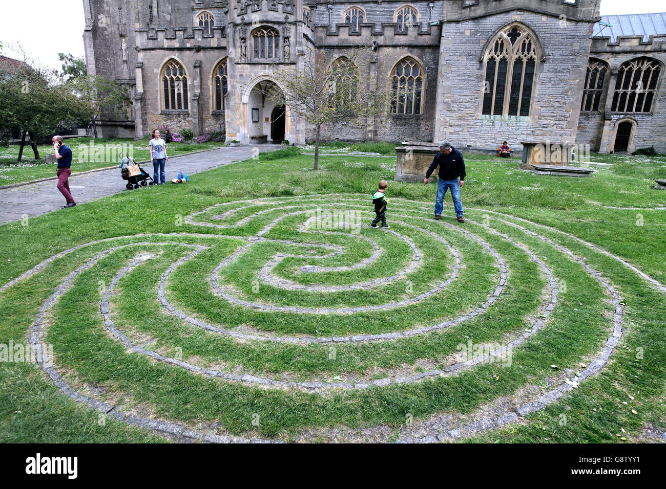 Maze in the churchyard of St John the Baptist, Glastonbury, Somerset. - Stock Image