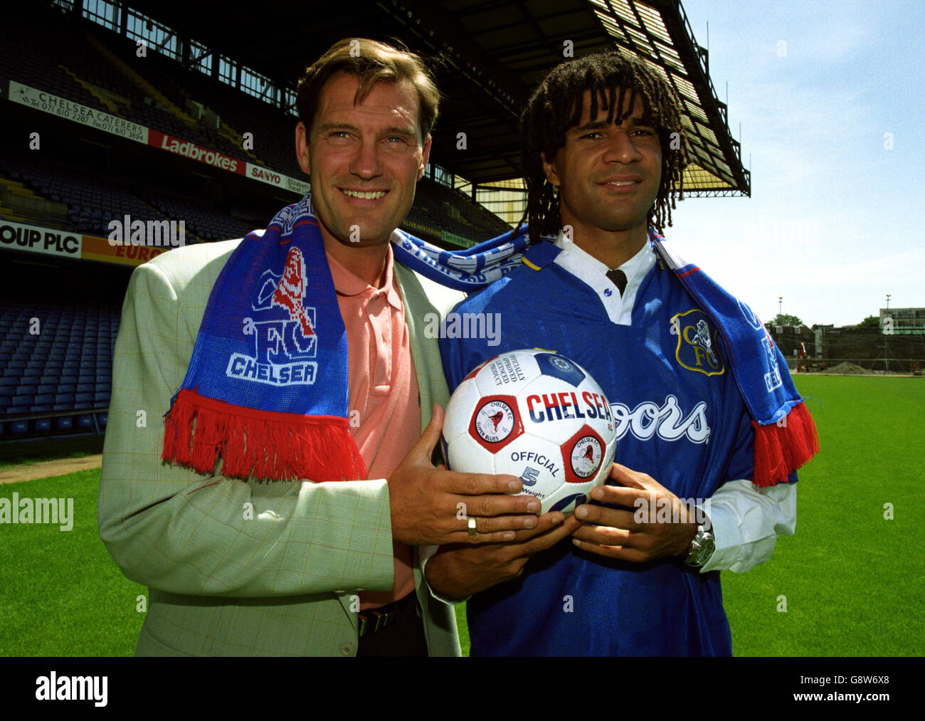 the best attitude 60326 1b431 Ruud Gullit Signs For Chelsea - Stamford Bridge Stock Photo ...