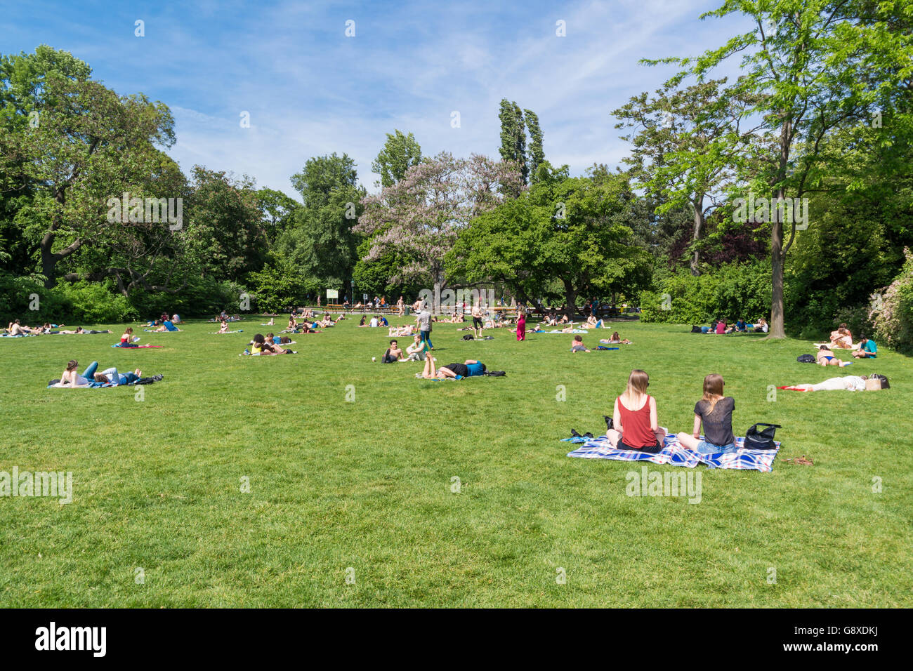 People Relaxing And Enjoying Nice Weather On A Sunday Afternoon In Stock Photo Alamy