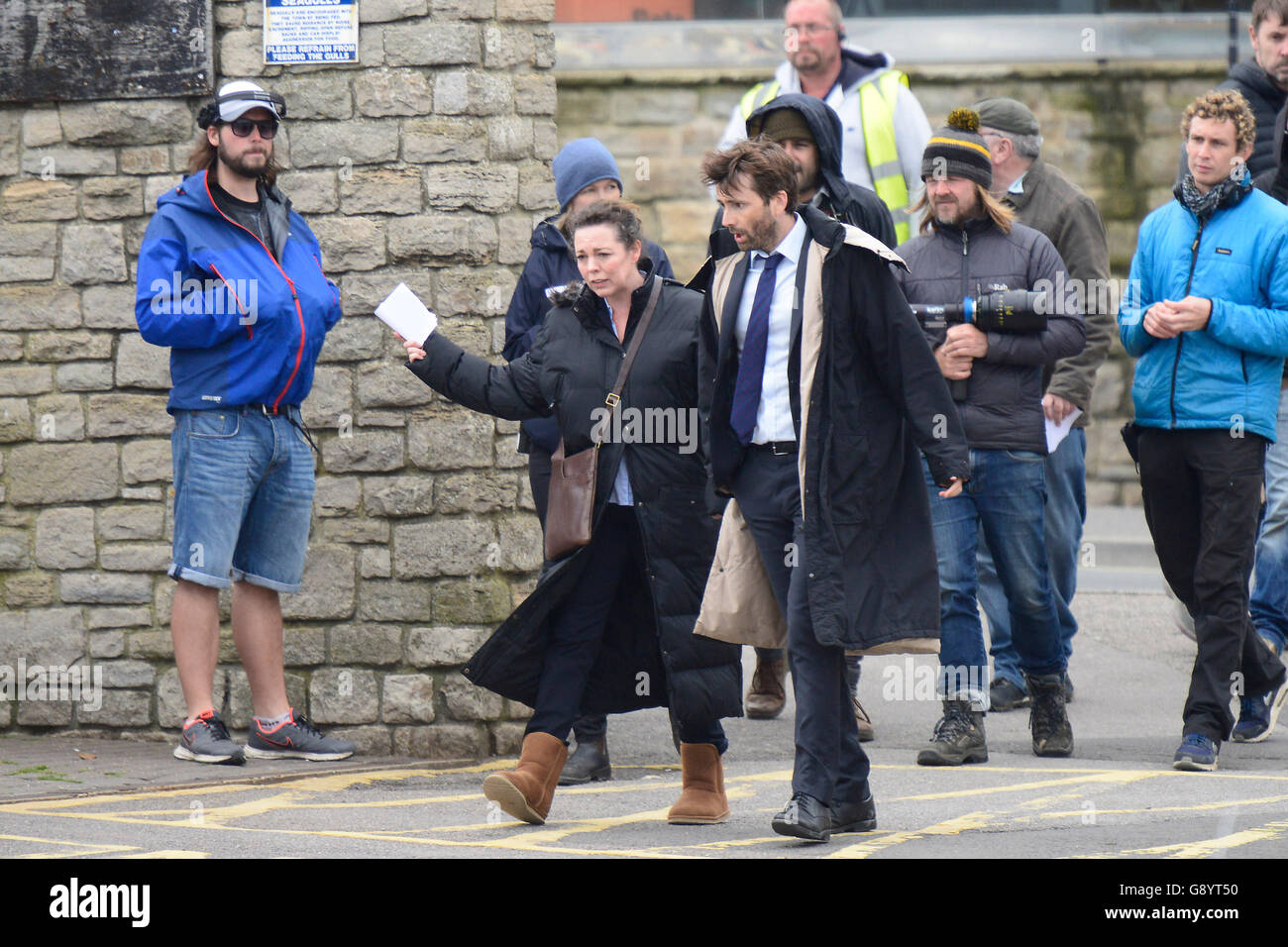West Bay, Dorset, UK. 30th June 2016. Actors Olivia Colman who plays Detective Miller and David Tennant who plays - Stock Image