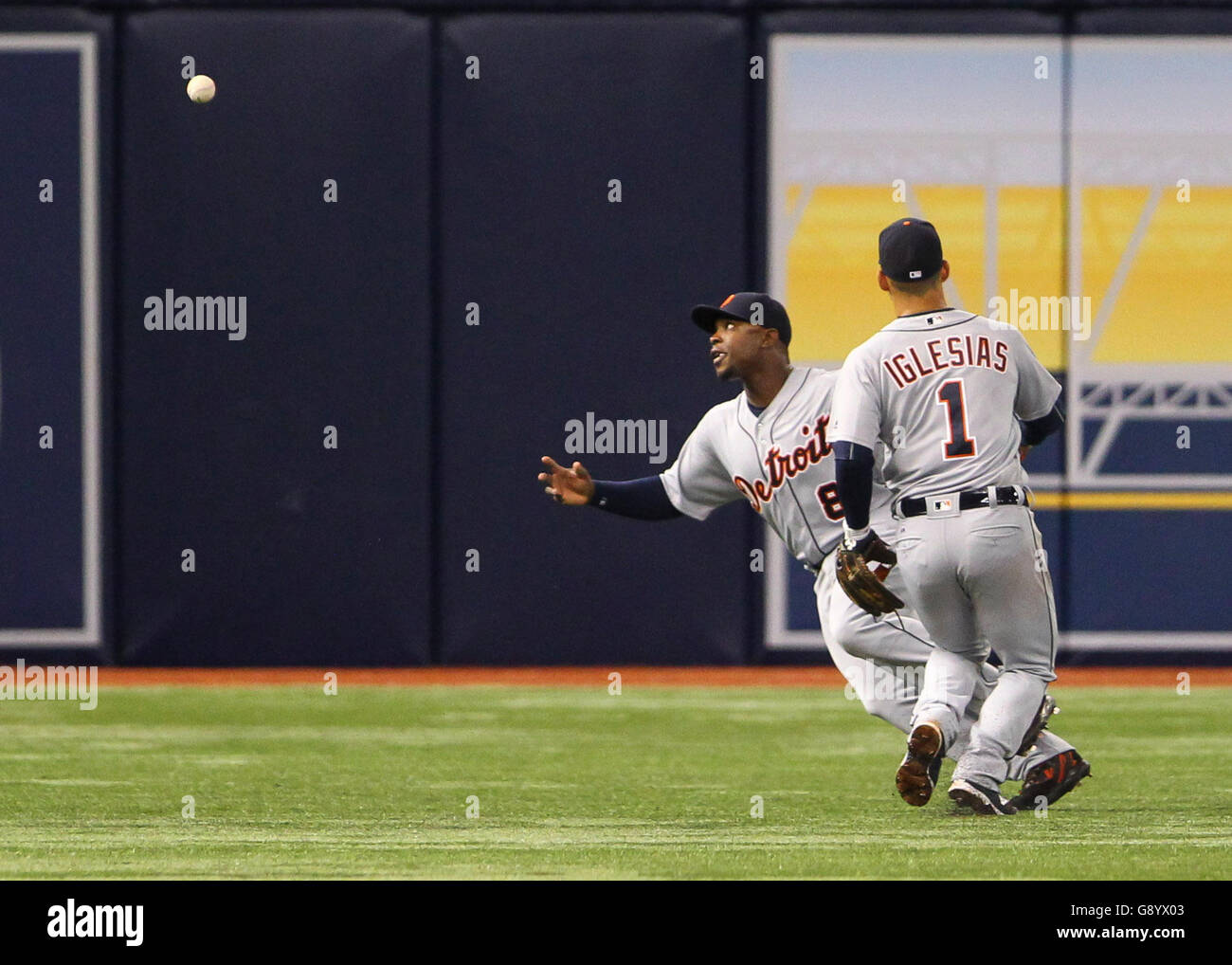 St. Petersburg, Florida, USA. 30th June, 2016. WILL VRAGOVIC | Times.Miscommunication between Detroit Tigers shortstop - Stock Image