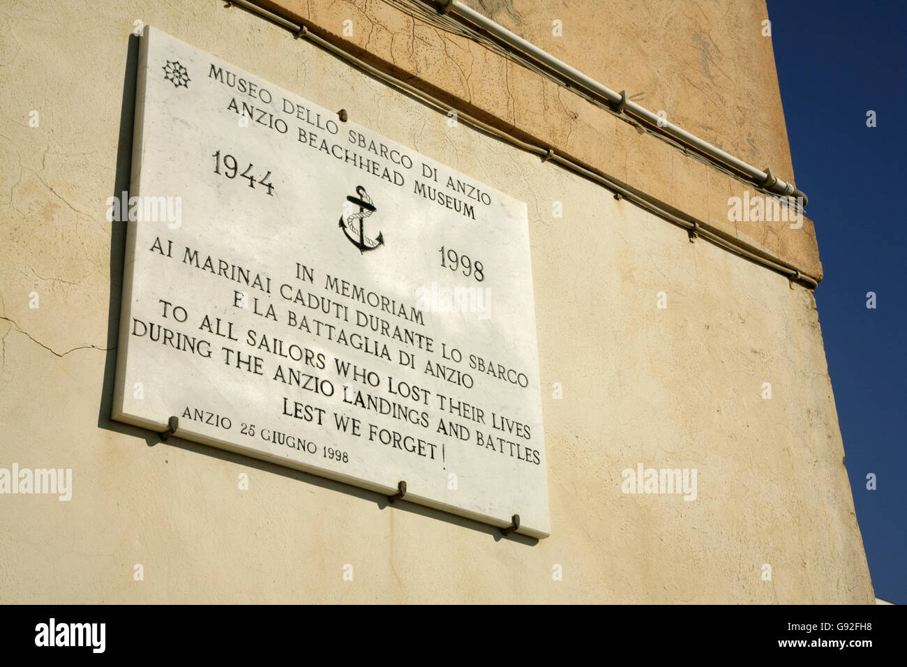 Memorial stone for the Allied landings at Anzio, Italy during World War 2. - Stock Image