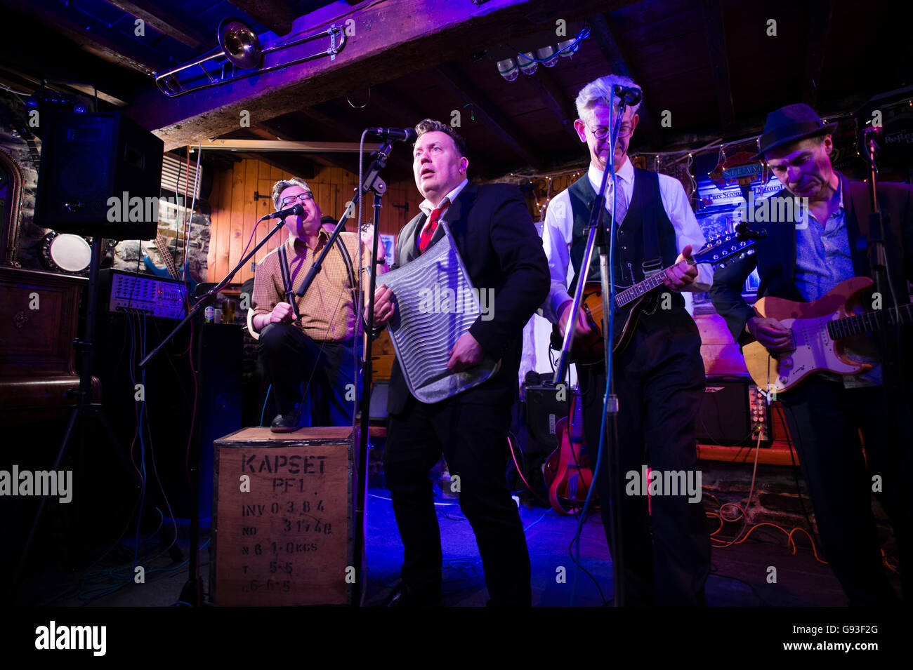 Aberystwyth skiffle band  ,  Railroad Bill (with traditinal washboard player) who formed when they were at university - Stock Image