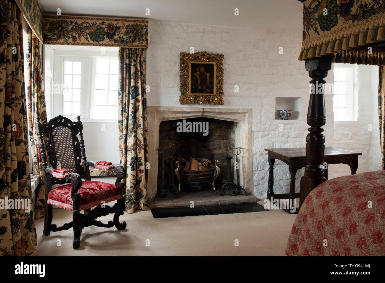 UK. A bedroom with a large traditional four poster bed. - Stock Image