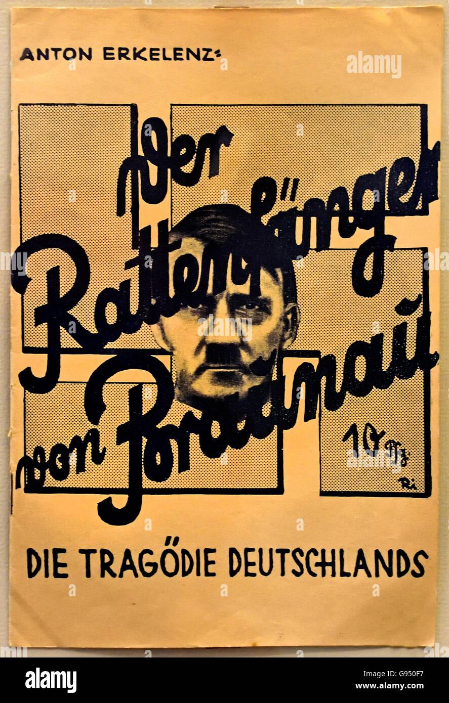 Der Rattenfänger von Braunau. Die Tagodie Deutschlands - The Rat Catcher of Braunau ( Die Tragodie Deutschlands Stock Photo