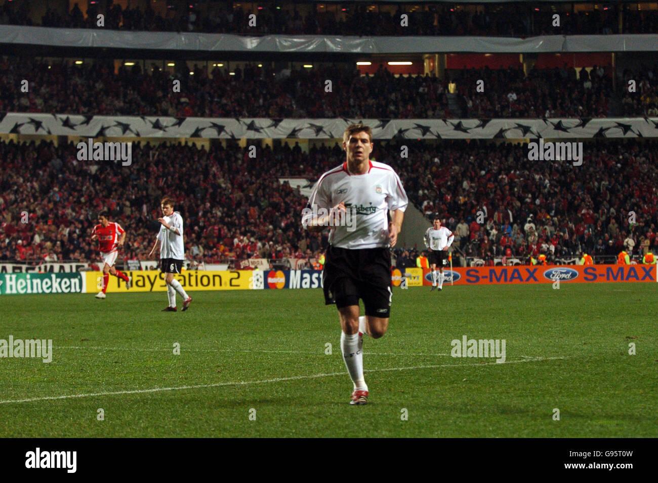 [Imagen: soccer-uefa-champions-league-round-of-16...G95T0W.jpg]