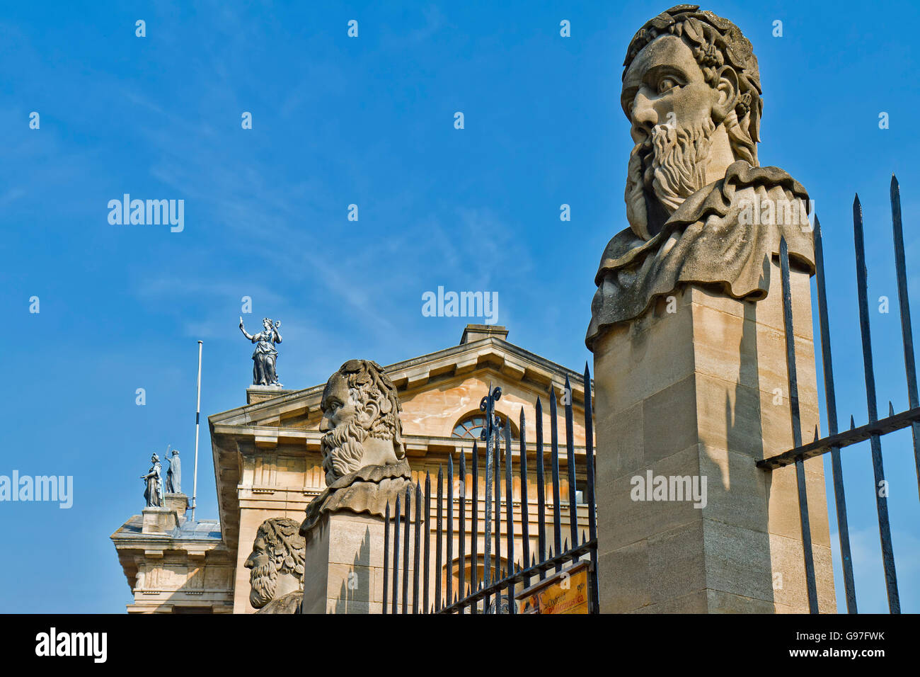 UK Oxford Bearded Ones At The Sheldonian Theatre - Stock Image