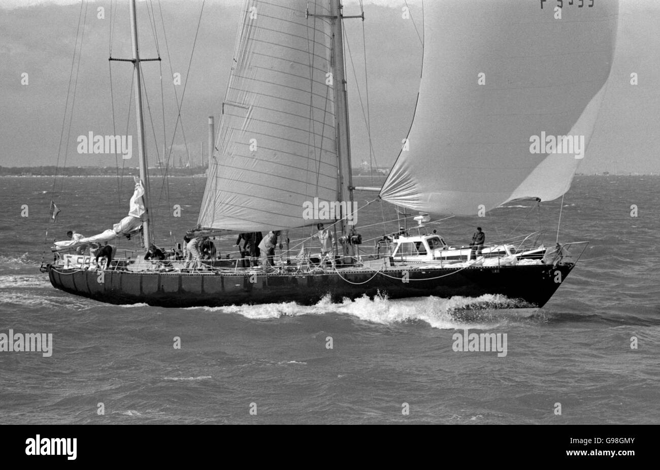 AJAXNETPHOTO. 1978. SOLENT, ENGLAND. - WHITBREAD RACE 1978 - FRENCH YACHT PEN DUICK VI RACING TO THE FINISH LINE - Stock Image