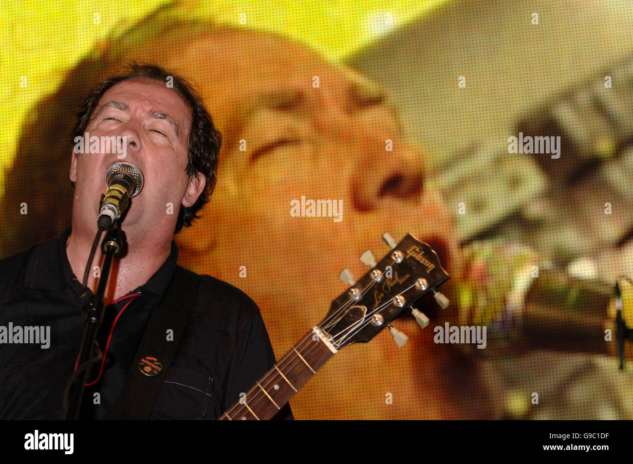 Pete Shelley of the Buzzcocks performs on stage during the MOJO Honours List launch - which comprises 10 awards, - Stock Image