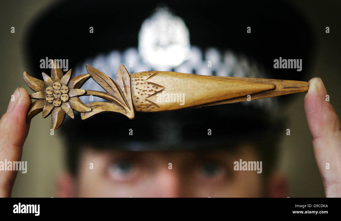Lothian and Borders Police Constable Stephen McGill from the Safer Communities Department holds a letter opener Stock Photo