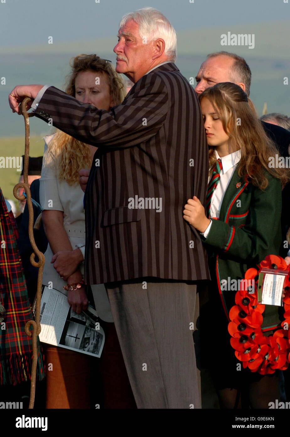Somme Memorial 90 Years : Mick Fellows and his grandaughter during The Battle of the Somme memorial service at Lochnagar - Stock Image